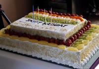 明星生日粉絲送蛋糕誰最浪漫,馬思純一臉懵逼,王源的被扔垃圾桶