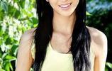佟麗婭出道早期的一組照片,吊帶配一頭黑長直髮,青春靚麗!
