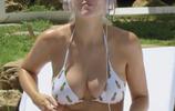 歐美女星Ashley休閒度假,當天她的打扮讓遊客大飽眼福!