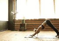 睡前8組瑜伽運動,調節睡眠又能瘦身塑美腿