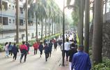 深圳一工業區員工下班實拍,有多少青春年華都奉獻在這裡
