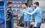 奧地利網球選手多米尼克-蒂姆造訪巴薩 參觀訓練與球員們合影