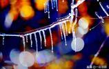 北京沒有下雨也沒有下雪,卻出現了晶瑩剔透如夢似幻的冰掛奇觀