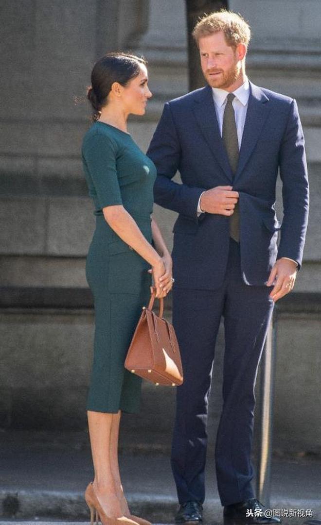 又被梅根的穿著驚豔了!懷孕後穿一套緊身裙搭配細高跟,太美了