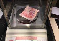 一萬人民幣有多重
