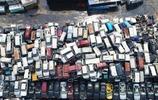 北京二手車成堆放,215萬的豪車僅賣70萬,如此便宜依然沒人買!