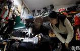 鄭州70歲大爺修鞋30年養家,修好的鞋一卡車也拉不完