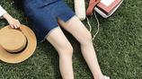 80後試試開叉半身裙,搭t恤隱露美腿顯輕熟女人味更迷人