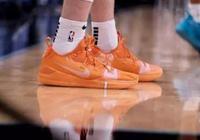 籃球鞋鞋底軟的好還是硬的好 籃球鞋鞋底磨到什麼程度不能穿了