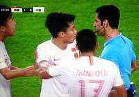 郜林對判罰不滿,張琳芃于漢超苦勸!孫興慜金英權二細節顯球星範