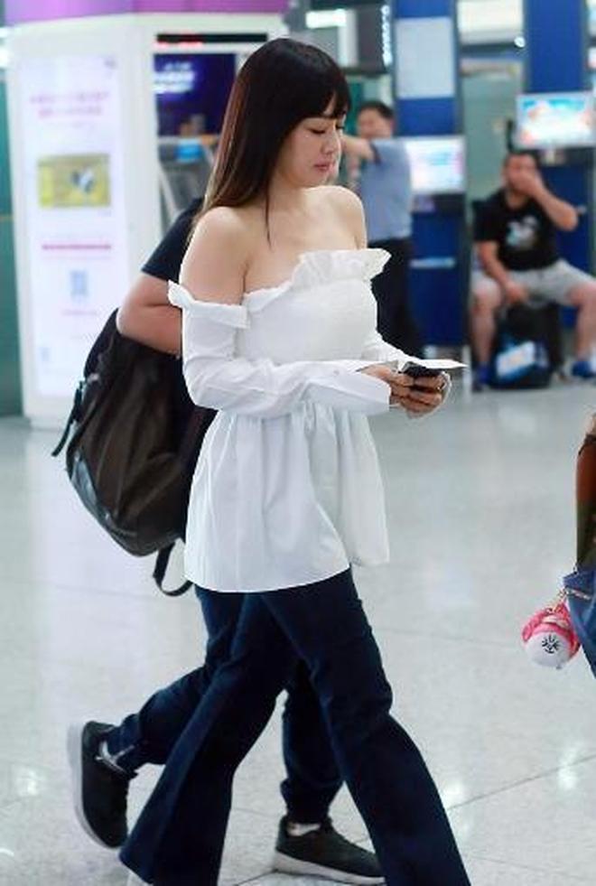 鍾麗緹現身機場