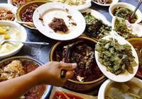 老外吐槽中國菜吃不飽,看到他們的吃法,網友:不餓才怪!
