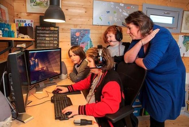 英國母親每天讓孩子玩遊戲不上學,稱可以學到更多知識