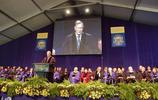 美國前總統喬治·布什在薩克福大學百年慶祝活動上發言