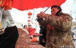 河南男子集市賣特色牛肉只能天冷了吃,傳承百年需用專門刀法
