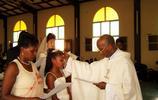 實拍非洲黑人與北京姑娘的婚禮現場,兩個混血女兒來見證這一刻