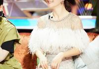 38歲謝娜又美出新高度!藍色漸變亮片裙配馬尾辮,網友:最美辣媽
