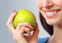 """錫箔紙包牙齒是什麼神操作?這些在國外大受歡迎的潔牙""""小偏方"""""""