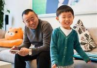 和潘長江長得極像的小外孫嗎,如今長大了竟撞臉安吉,充滿喜感