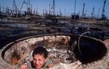 石油王國的富豪炫富方式很特別:用石油洗澡