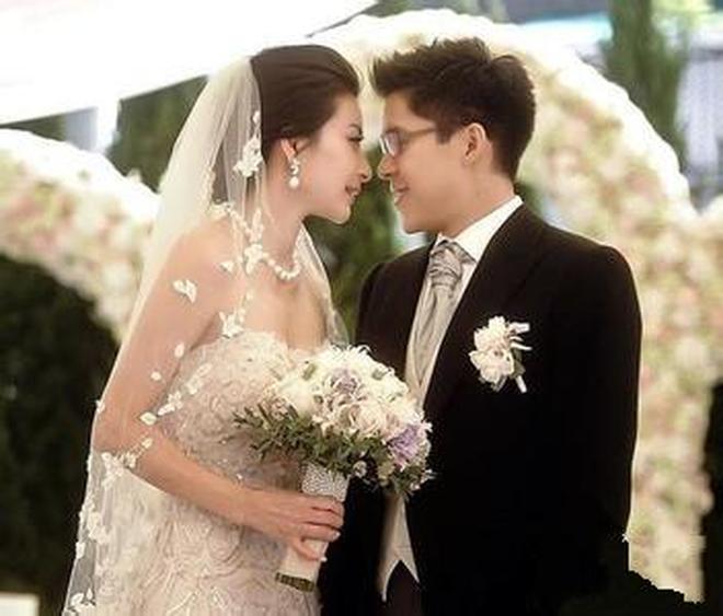 出生工人家庭,卻嫁給了香港的富三代,如今家庭幸福,活成了女皇