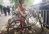 接了丈夫一個電話,90後媽媽騎4天自行車趕往鄭州,咋回事?