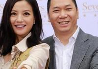 42歲趙薇老公近照,原來每天面對這樣的男人,網友:這輩子真值了