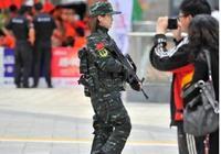 你們總是看到武警拿槍威風的走在大街上,但是看到背後這些會想哭