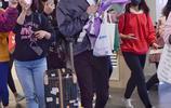 馬天宇現身機場,遭迷妹瘋狂圍堵,網友:越來越帥了!