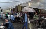 雨天遊埠古鎮:不緊不慢的大爺們,坐在門前飲茶成一道風景