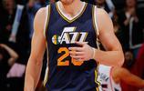 戈登·海沃德,出生於美國印第安納州印第安納波利斯,美國職業籃球運動員,司職小前鋒,未來效力凱爾特人
