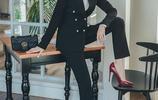 黑色長袖小西服套裝配高跟鞋穿,職場幹練魅力女性不輸氣場
