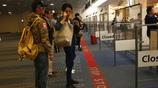 謝霆鋒和王菲日本機場遭拍,網友:王菲去日本休養,為了給謝家再添人?