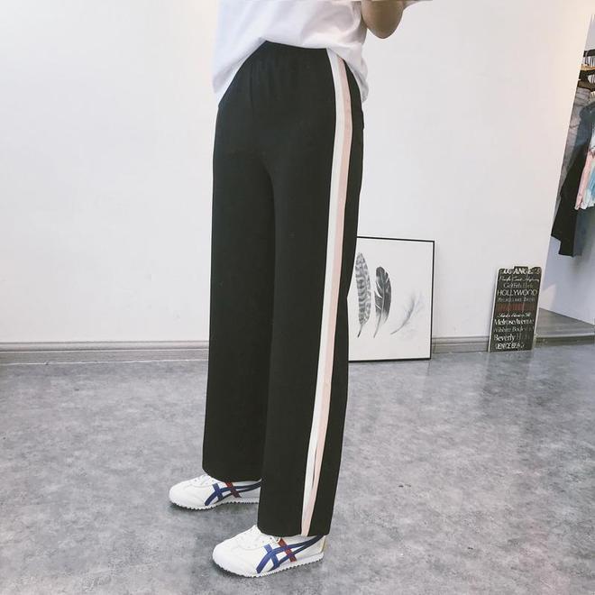 夏季的休閒褲也能穿出裙子般的涼爽,雪紡闊腿褲就超顯腿直又顯瘦