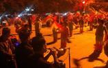 東北人晚上特有的活動,不跳廣場舞,專玩這個,人們都快樂到家了