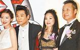 6大男明星與岳父合影,沈騰霸氣抱岳母,李晨完敗岳父