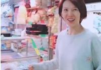 蔡少芬素顏逛菜市場,看到老公張晉,她的表情太搶鏡了