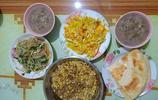 農村一家三口的晚飯,80年代的小康生活,胡豆鹹菜疙瘩恁都吃過嗎