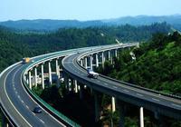 為什麼高速公路不裝路燈?看了這4點瞬間明白!