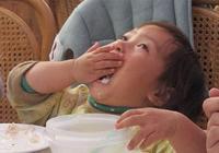 寶寶吃飯一團糟?恭喜寶媽,你的孩子這兩方面更優秀