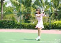田雨橙和爸爸打網球,雨橙好棒哦!