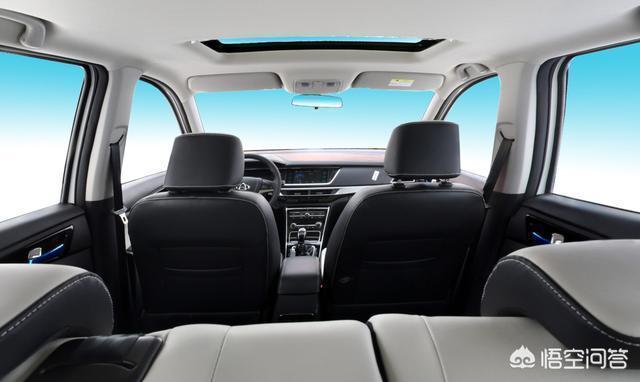 想買一輛家商兩用車,基本鎖定在新五菱宏光S和長安歐尚之間,哪個性價比更高呢?
