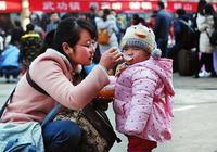 9成父母都喜歡這樣喂孩子吃飯,可是卻不知會影響大腦發育