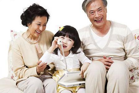 如果你家的老人是這幾種類型的,最好別讓他們帶娃了,對誰都不好