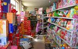 農村大叔家,小賣部開了20多年,店裡雖然很亂,可生意卻特別好!