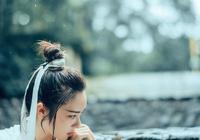 古典古裝中國風漢服俠客女俠山間小溪攝影清純女神意境寫真