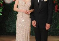 35歲郭晶晶與34歲韓雪同穿露背裝,僅差一歲,氣質相差這麼大!