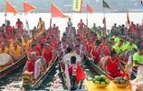 這個習俗在廣西已有上百年曆史,用賽龍舟來贏得燒豬