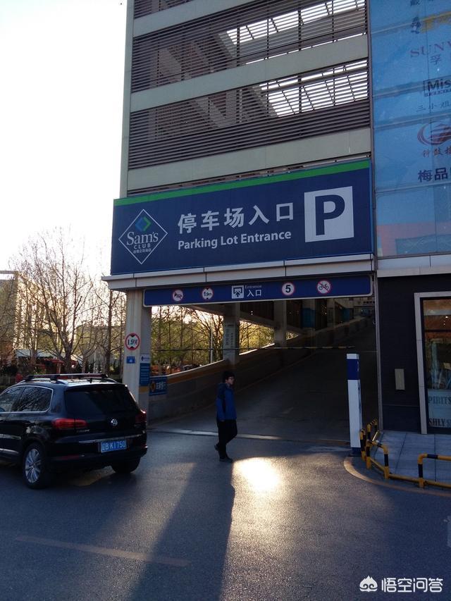 為什麼大連的有些人行道變成了停車場?