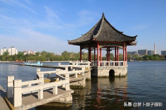 """""""四面荷花三面柳,一城山色半城湖""""濟南大明湖的迷人春色!"""